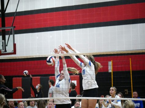 Volleyball Girls Sweep the Riverdale Chieftains