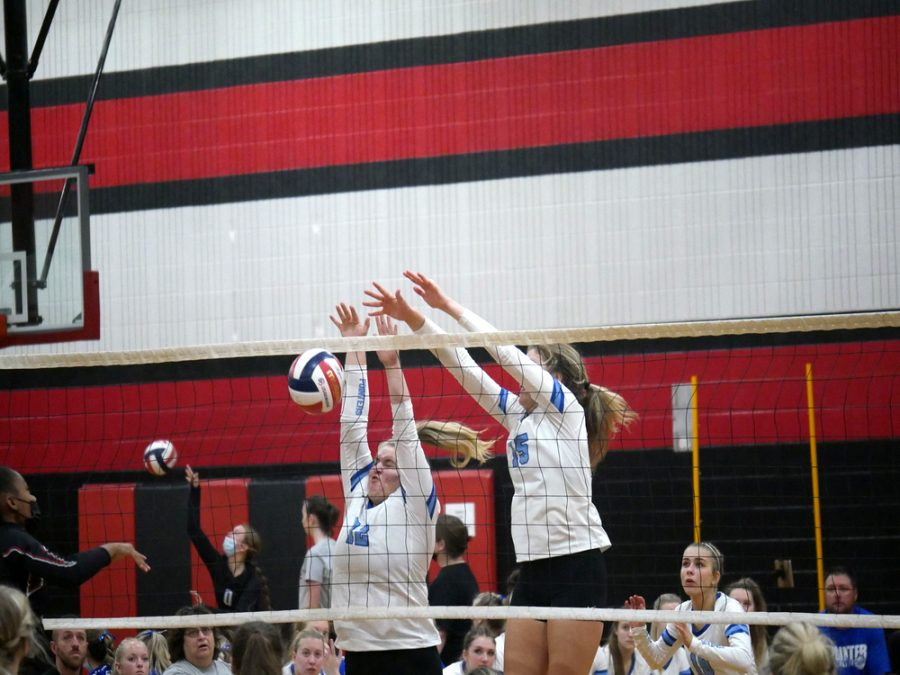 Volleyball+Girls+Sweep+the+Riverdale+Chieftains